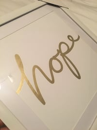 "Picture frame with ""hope"" saying"