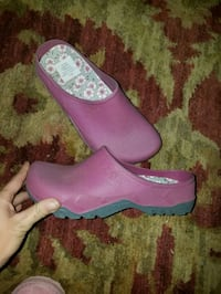 New slip on shoes size 8