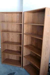 Adjustable bookshelves (1 available)