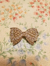 Vtg Crystal Rhinestone bow gold brooch / pin