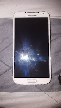Galaxy 4 with charger and 4 case Davie