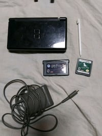 Nintendo DS lite with games and case Caro, 48723