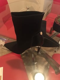 Guess Pair of black suede heeled boots Gatineau, J8Y 4Z2