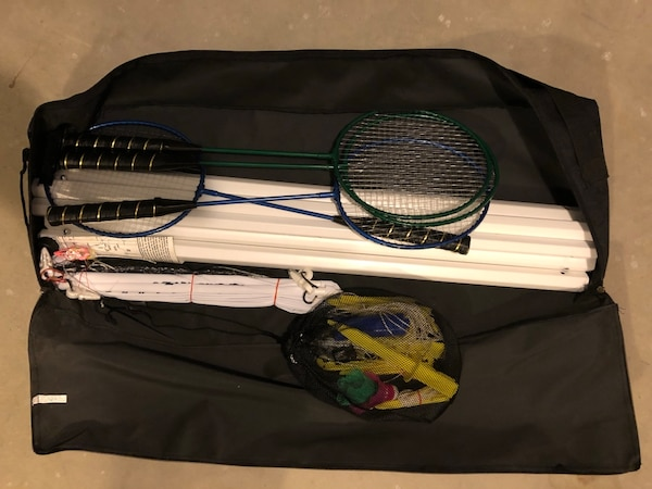 Badminton set with carrying case. abfb9932-7fe7-4875-ab93-78dcb03e7563