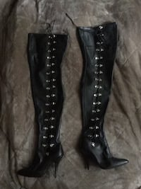 Pair of black leather knee-high boots size 8 Central Okanagan, V4T 1G8