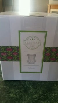 Like new Alabaster Scentsy Warmer  Barrie