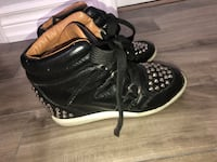 Size 6 high top shoes Vaughan, L4L