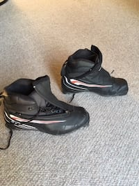 Ski boots size 7.5, used only twice