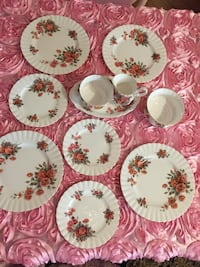 white, green, and pink floral ceramic plates Lincoln, L0R