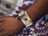 Gold -colored leather bow bracelet