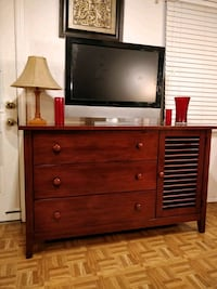 Nice solid wood dresser/buffet/TV stand with big d Annandale, 22003