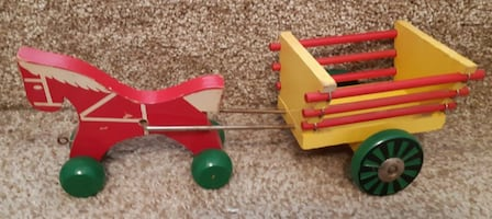 """Wood """"Red Horse"""" pulling Wood Cart   $25 or best offer  11"""" overall le"""