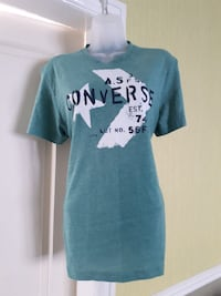 teal and white crew-neck t-shirt LONDON