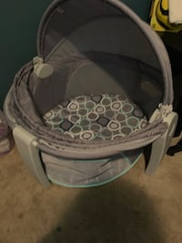 baby's white and gray bassinet Edinburg, 78542