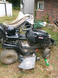 Riding mower runs it just needs two front tires Knoxville