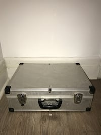 Equipment carrying case