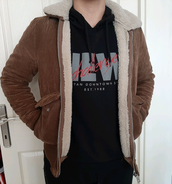 Pull and Bear mont 983369f6-f25a-4c4d-881e-2749865408cf