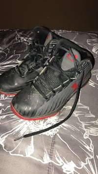 Under Armour Boys shoes Bakersfield, 93313
