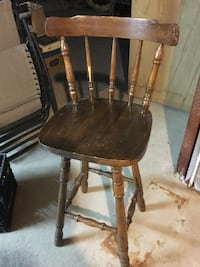One brown wooden windsor stool chairs Pontiac, J0X 2G0