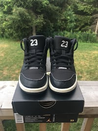 Jordan 1 Flight Kid Basketball Shoes - Size 12 Brampton, L6V 5L2