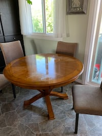 Table and chairs 200.00