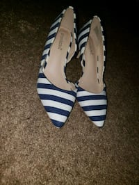 pair of white-and-blue stripe pumps Riverdale Park, 20737