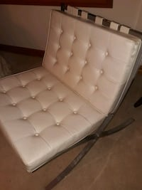 Tufted white retro chairs Orland Park, 60467