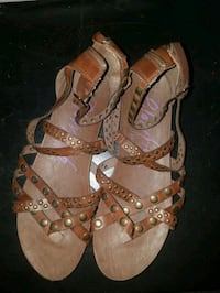 pair of brown leather open-toe sandals Modesto, 95354