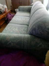 Free very comfy couch Omaha, 68105