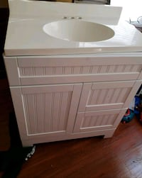 white wooden 2-door cabinet Chicago, 60644