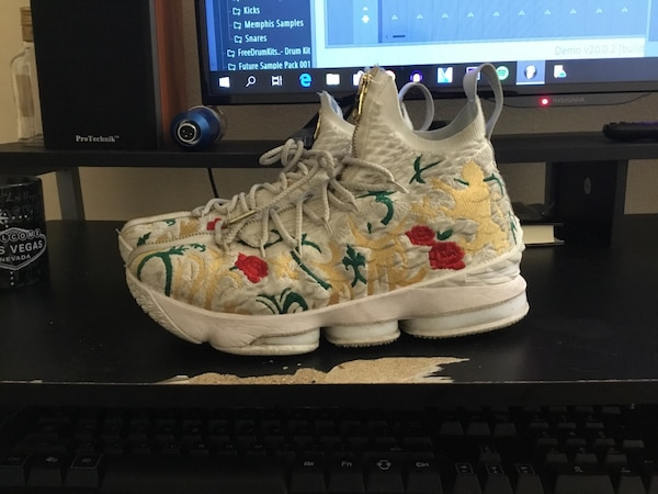 3b7a15c946ab Used LeBron 15 Performance KITH King s Cloak for sale in Irving - letgo