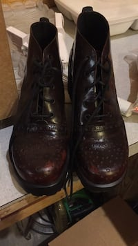 pair of black leather shoes Clio, 48420