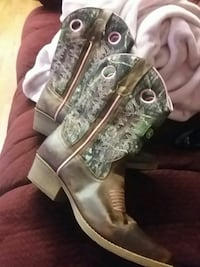 Girls youth pink camo boots Stafford, 22554
