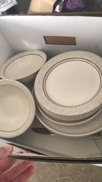 Many kitchen plates and a few bowls Fulton, 20759