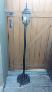 Black metal base floor lamp Kelowna, V1Y 3G3