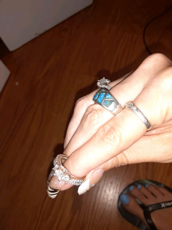 Past present future engagement ring size 5  bought eight months ago 59a4792f-4387-498a-a040-ffbd2d40d595
