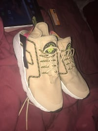 women huaraches size 8 Clinton, 20735