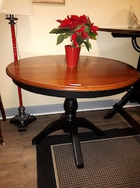 Round Dining room Table Stayner