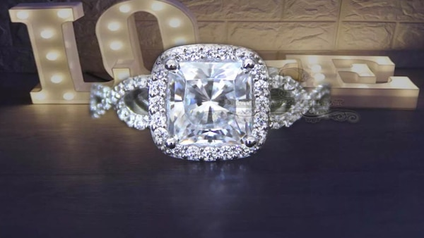 Simulated diamond ring in 14K