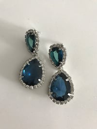 pair of silver-and-blue earrings Richmond Hill, L4E
