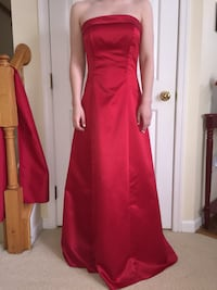 Junior size 5/6, red satin strapless gown with detached wrap. Leesburg, 20176