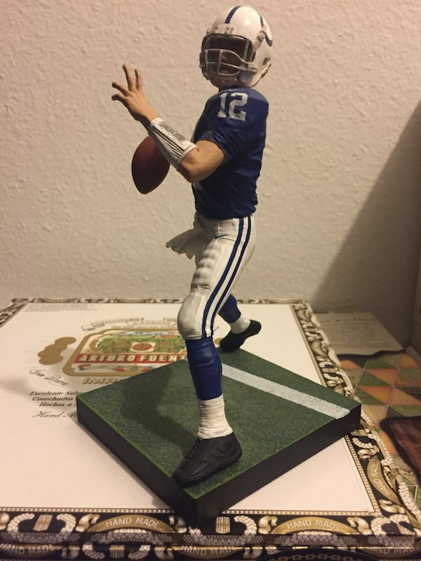 Andrew Luck loose figure, view page  88670367-6663-474e-a348-96d20f35123c