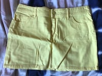 Women yellow skirt size 11 simons Laval, H7S 1Y4