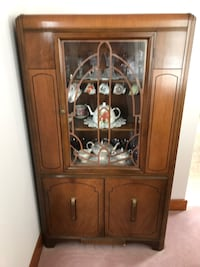 VINTAGE CHINA CABINET - REDUCED! REDUCED AGAIN!!  AND AGAIN!!! Guelph, N1G 3E4
