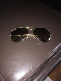 ray ban aviator sunglasses. Oversized 62 mm only worn a couple times, good condition, brown/gold.