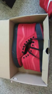 pair of red-and-black Nike basketball shoes Desert Hot Springs, 92240