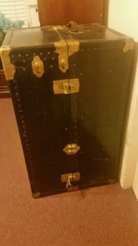 Beautiful Antique Wardrobe Trunk Prescott Valley