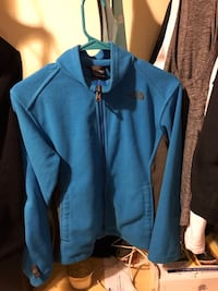 youth size large north  face fleece good condition. Will meet at qt on army post road