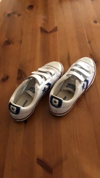 Velcro Converse kids size 5 (gently used) Tustin, 92780
