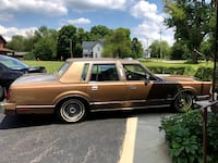 1986 Gold Lincoln Town Car YOUNGSTOWN